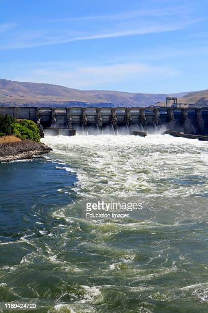 The Dalles Dam spanning the Columbia River between Oregon and Washington