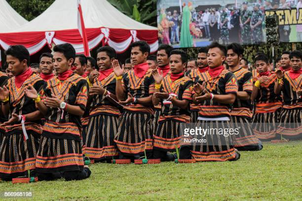 The dancers perform the Traditional Saman Dance in Alue Dua Village North Aceh Aceh Indonesia on October 26 2017 The event was held at the closing of...