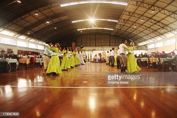 The dances are imbued with the true feeling Creole of Rio Grande do Sul, are legitimate expressions of the soul gaucho. As danças estão impregnadas...