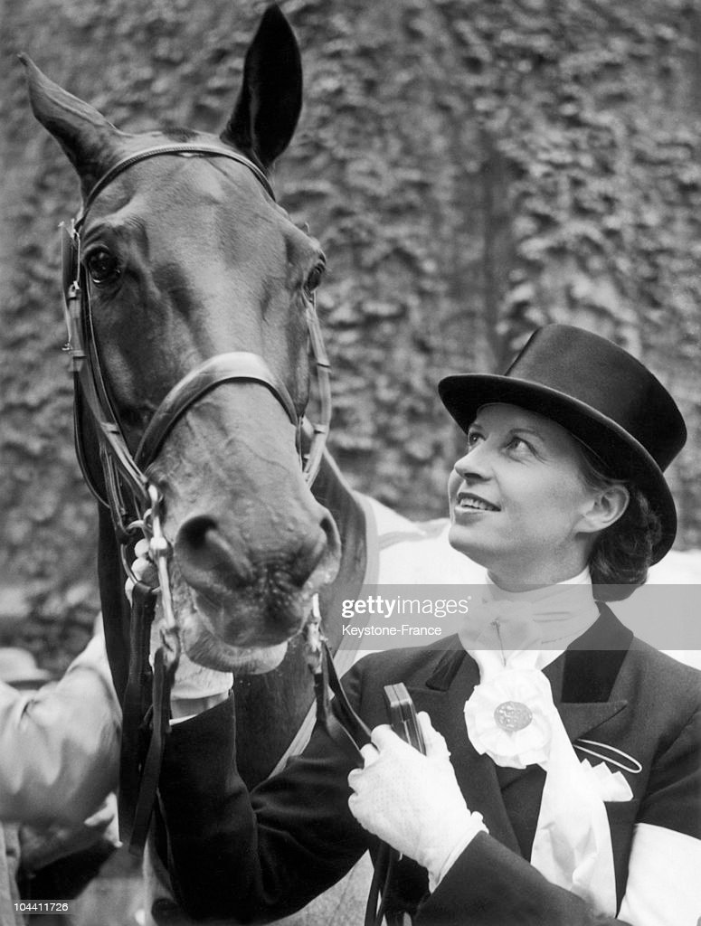 The Danish rider Lis HARTEL at the Equestrian Games in Stockholm, pictured with his silver medal and his horse JUBILEE, on June 16, 1956.
