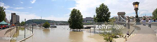 CONTENT] The Danube's record flood as viewed from the road to the Chain Bridge
