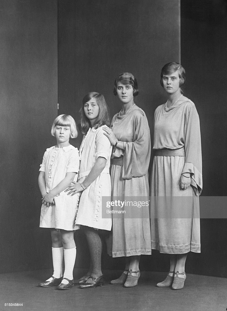 The Daughters of H.R.H. Princess Andrew of Greece : Nachrichtenfoto