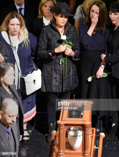 The daughters of Mexican painter and sculptor Jose Luis Cuevas Maria Jose Ximena and Mariana take part in a ceremony in his honor at the Fine Arts...