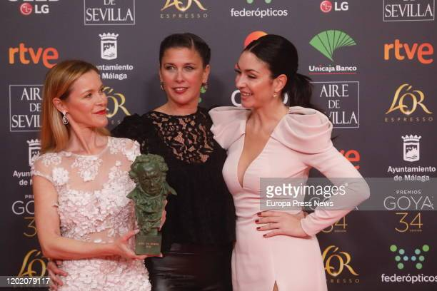 The daughters of Pepa Flores Maria Estevez Celia Flores and Tamara holds the honorary goya Award during the 33rd edition of the Goya Cinema Awards at...