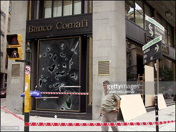 The day after the disturb and De La Rua's quit people start to reconstruct and go to banks to get some money before the obvious devaluation next...