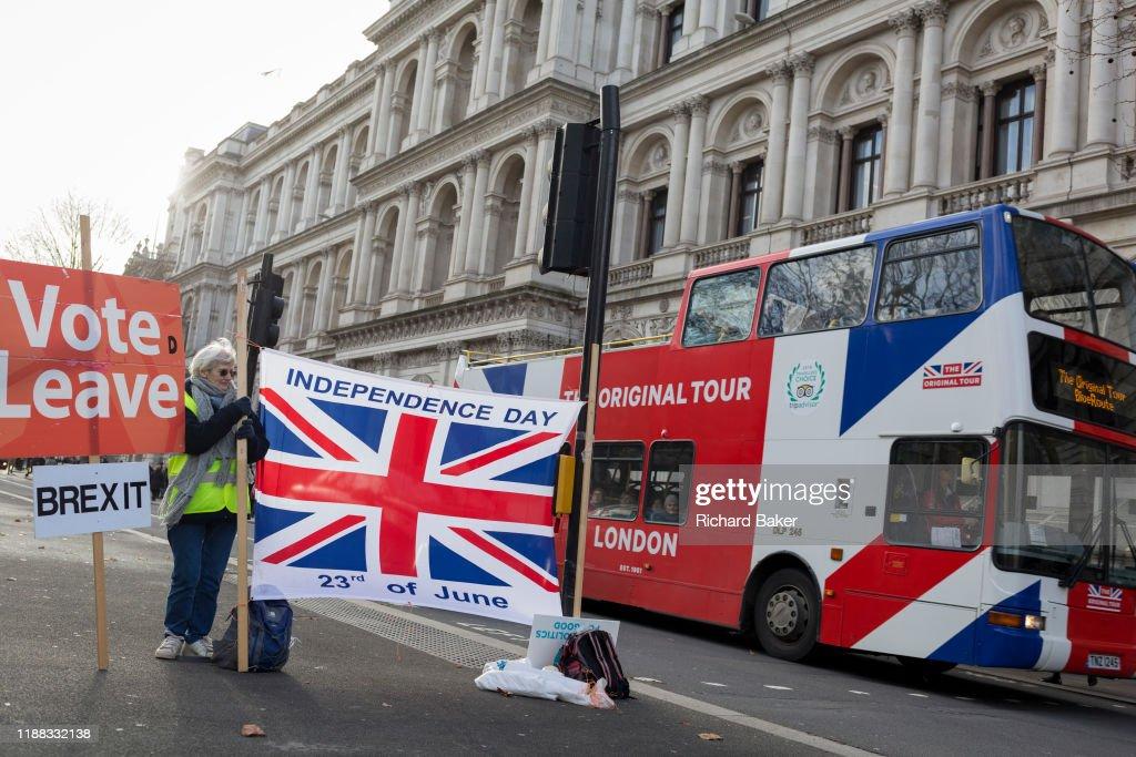 Brexit Leave Celebration : Nieuwsfoto's