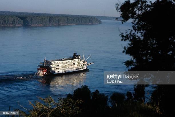The Delta Queen On The Mississippi Aux EtatsUnis en novembre 1970 le Delta Queen un bateau à aubes voguant sur le fleuve Mississipi