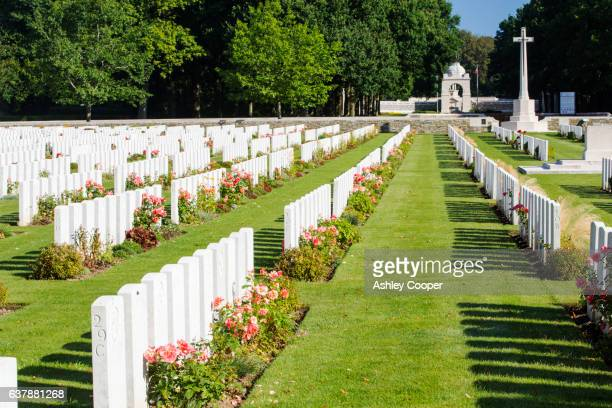 the delville wood cemetery to british dead of the battle of the somme at longueval, france. - ソム ストックフォトと画像