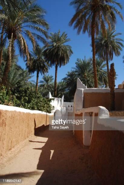 de woestijn stad ghadames - libië stockfoto's en -beelden