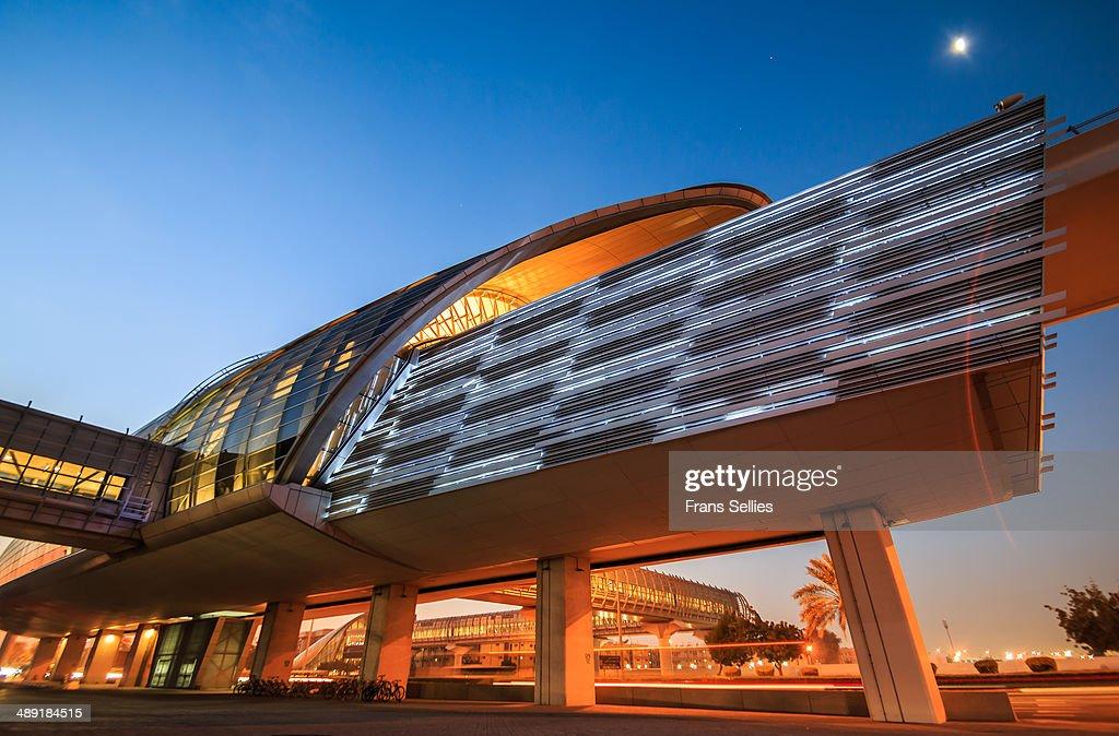 Metro station in Dubai : Nieuwsfoto's