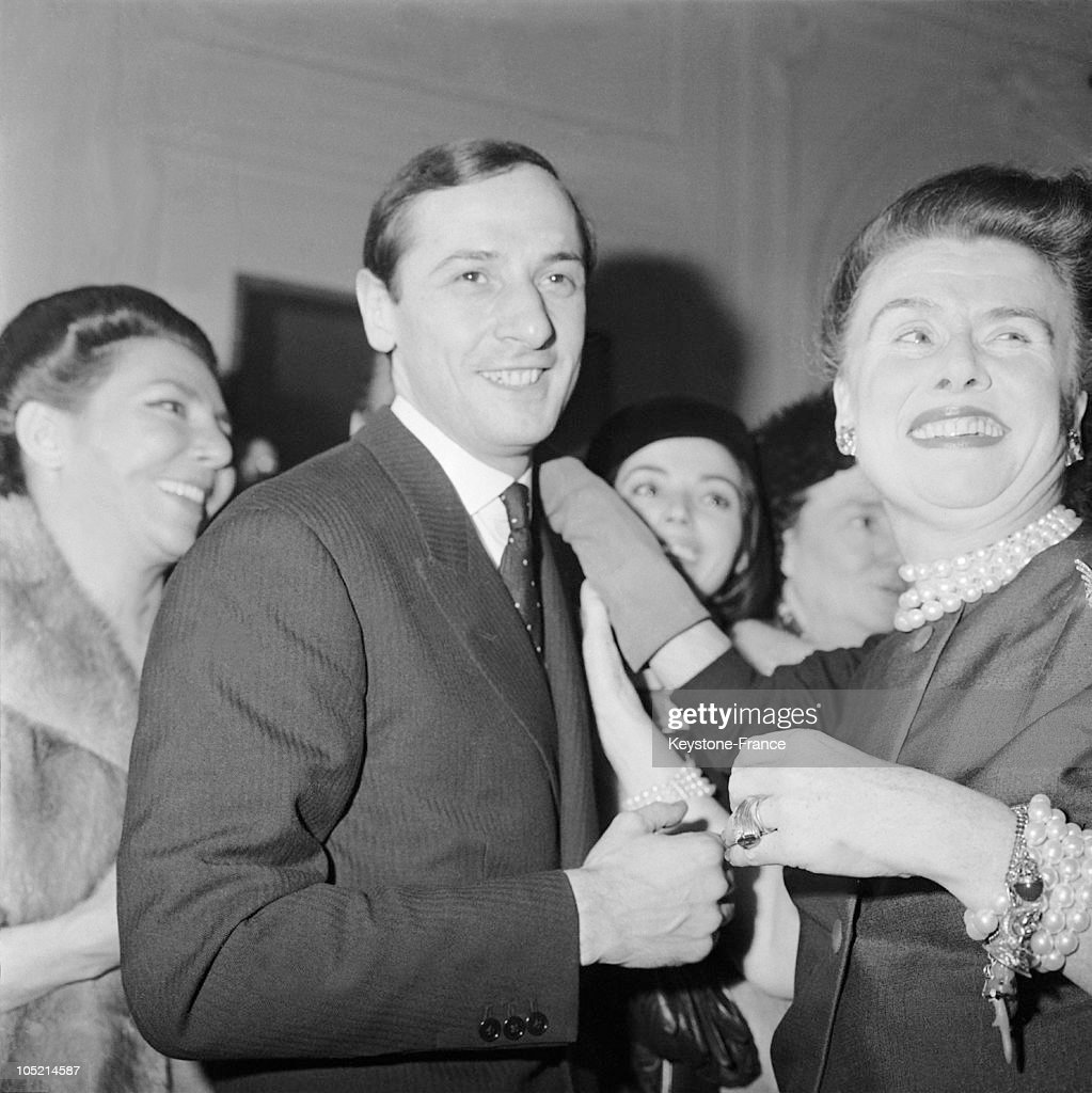 The Designer Marc Bohan Congratulated By The Leading Lady Of The Dior Workshops 1961 : ニュース写真