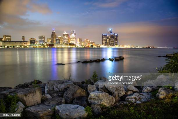 the detroit michigan skyline - detroit river stock pictures, royalty-free photos & images