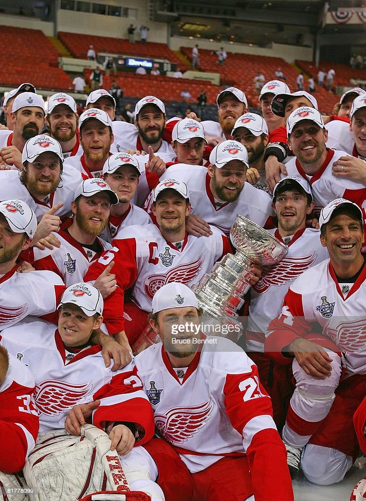 The Detroit Red Wings pose for a team photo with the Stanley Cup after defeating the Pittsburgh Penguins in game six of the 2008 NHL Stanley Cup Finals at Mellon Arena on June 4, 2008 in Pittsburgh. Pennsylvania. The Red Wings defeated the Penguins 3-2 to win the Stanley Cup Finals 4 games to 2.
