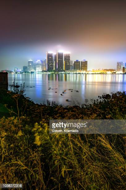 the detroit skyline - foggy morning - detroit river stock pictures, royalty-free photos & images