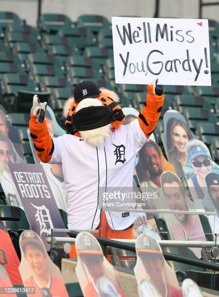 The Detroit Tigers mascot Paws holds up a sign for former Tigers manager Ron Gardenhire who announced his retirement shortly before the game against...