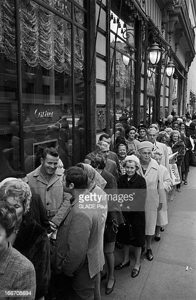 The Diamond Of Elizabeth Taylor Exposed At Cartier In New York EtatsUnis 29 octobre 1969 le diamant d'Elizabeth TAYLOR exposé dans la bijouterie...
