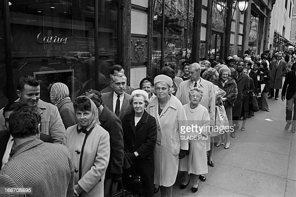The Diamond Of Elizabeth Taylor Exposed At Cartier In New York EtatsUnis 29 octobre 1969 le diamant d'Elizabeth TAYLOR expos dans la bijouterie...