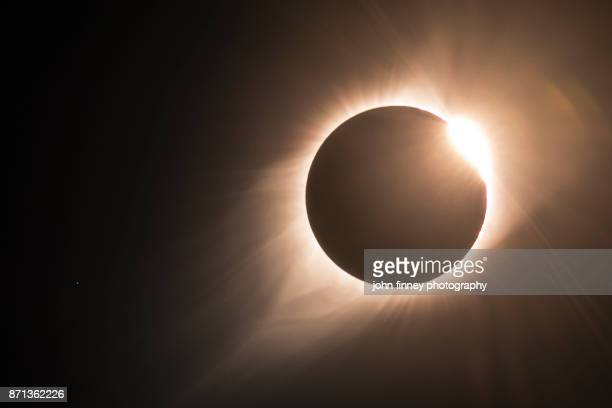 the diamond ring and the end of totality. - corona stock pictures, royalty-free photos & images