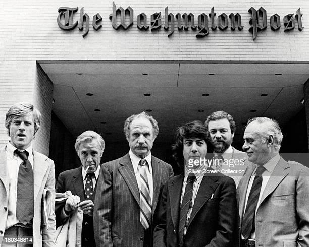 The director and cast members of 'All The President's Men' outside the offices of the Washington Post 1976 Left to right Robert Redford Jason Robards...
