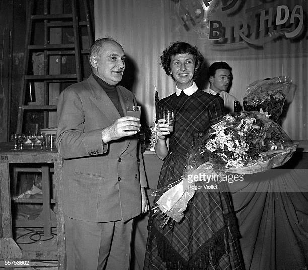 The director Georges Lampin and the Betsy Blair the American actress during the shooting of Rencontre a Paris On 1955 ADR304012