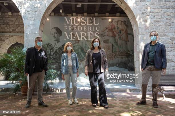 The director of the Service of Memory History and Heritage of the Institute of Culture of Barcelona Carles Vicente the coordinator of the Museu F...