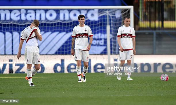 The disappointment of the AC Milan players at the end of the Serie A match between Hellas Verona FC and AC Milan at Stadio Marc'Antonio Bentegodi on...