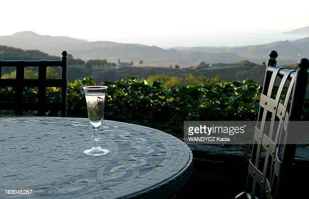 The Discovery Of The Corsican Cooking A la découverte d'une région du monde par sa gastronomie Cette semaine la Corse verre posé sur une table sur la...