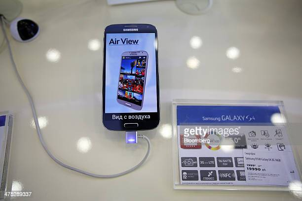 The display screen of a Samsung Galaxy S4 smartphone displays an AirView logo inside a Svyaznoy NV mobile phone store in Moscow, Russia, on Friday,...