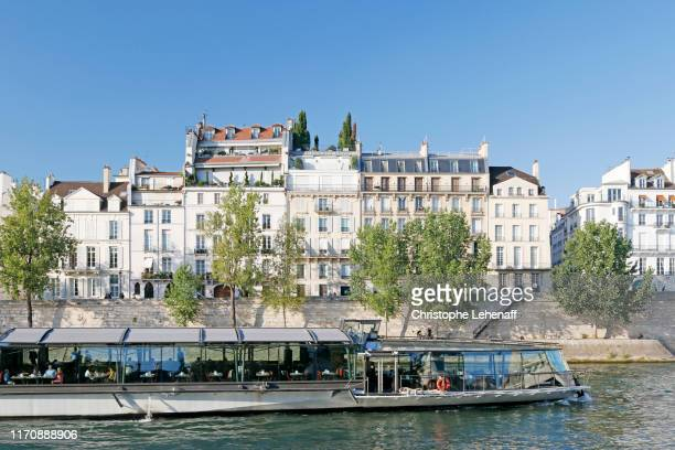 the docks of saint louis island in paris - quayside stock pictures, royalty-free photos & images