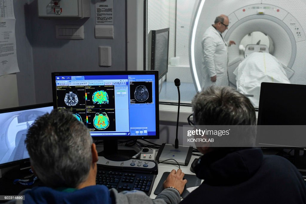The doctors and patient an internal, new technology... : News Photo