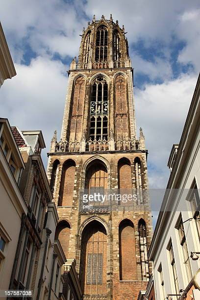 das dom (kathedrale) tower in utrecht holland - pejft stock-fotos und bilder