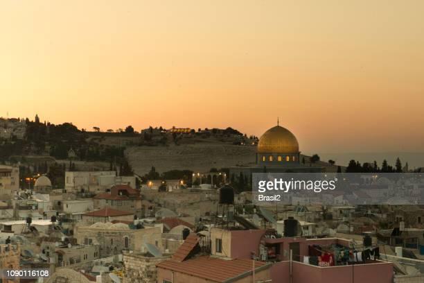 la cúpula de la roca y el monte del templo en jerusalén - ciudad vieja jerusalén fotografías e imágenes de stock