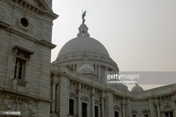 the dome of the victoria memorial, kolkata, india - argenberg stock-fotos und bilder