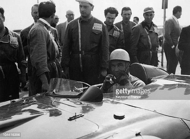 The Dominican racecar driver Porfirio RUBIROSA at the start of a motor race in the summer of 1965 That year the exDominican ambassador turned playboy...