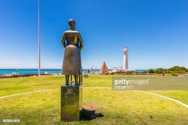 Die Donkin Leuchtturm und eine Steinpyramide in Port Elizabeth
