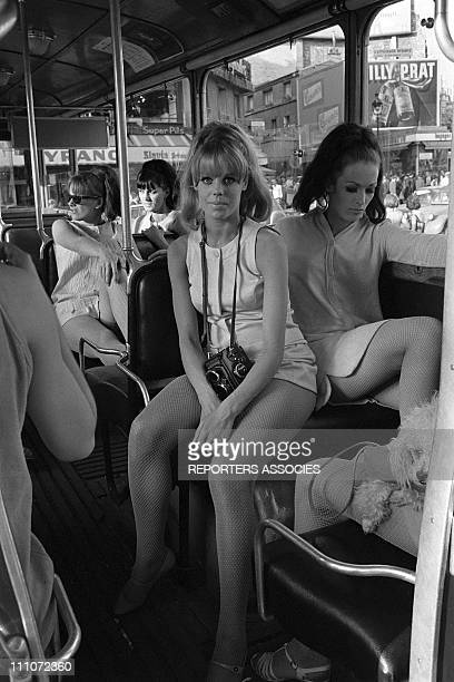 The Dory's Sisters In Paris France On July 12 1967 Mini dress fashion