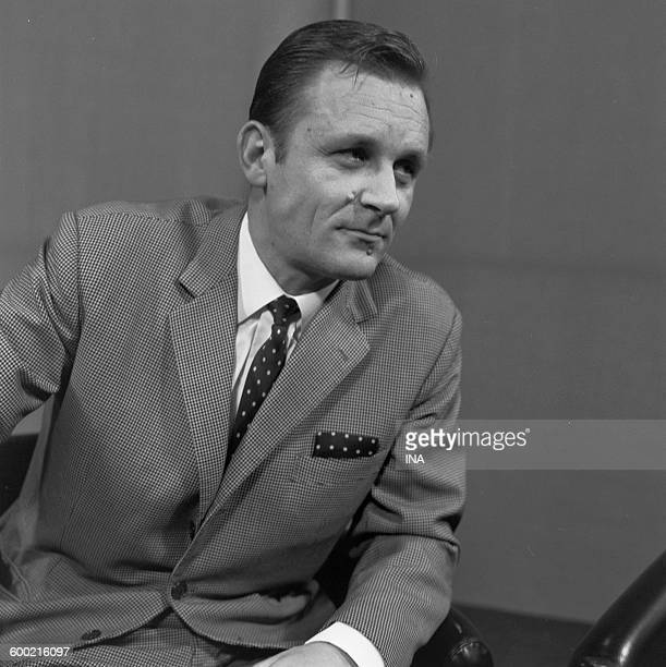 The drawer Albert Uderzo during the recording of the television program 'Panorama'