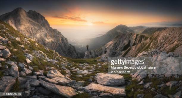 the dreamer - parco nazionale del gran sasso e monti della laga foto e immagini stock