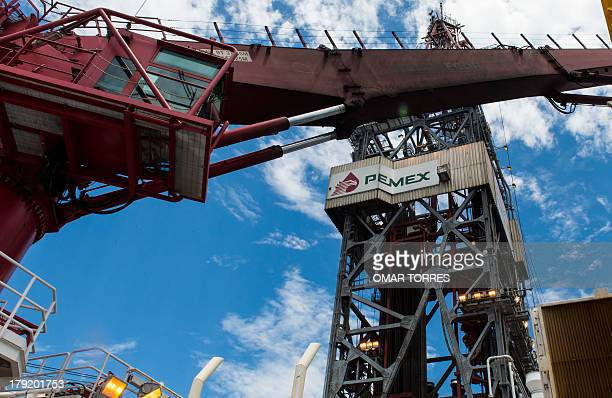 The drilling tower of La Muralla IV exploration oil rig operated by Mexican company Grupo R and working for Mexico's stateowned oil company PEMEX in...