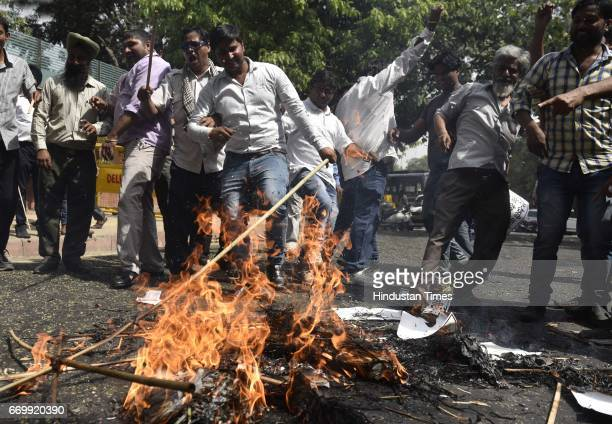 The drivers of Ola and Uber protesting against the government's policy outside Delhi CM Arvind Kejriwal's House at Civil Line on April 18 2017 in New...