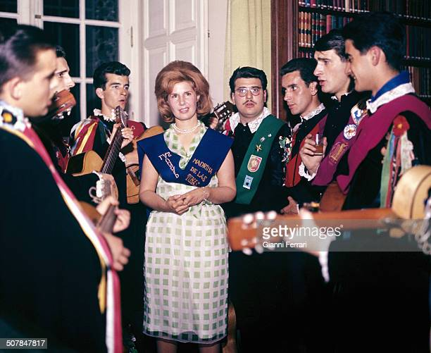 The Duchess Cayetana of Alba receives the tuna a musicians group of college students at the Palacio de Liria Madrid Spain