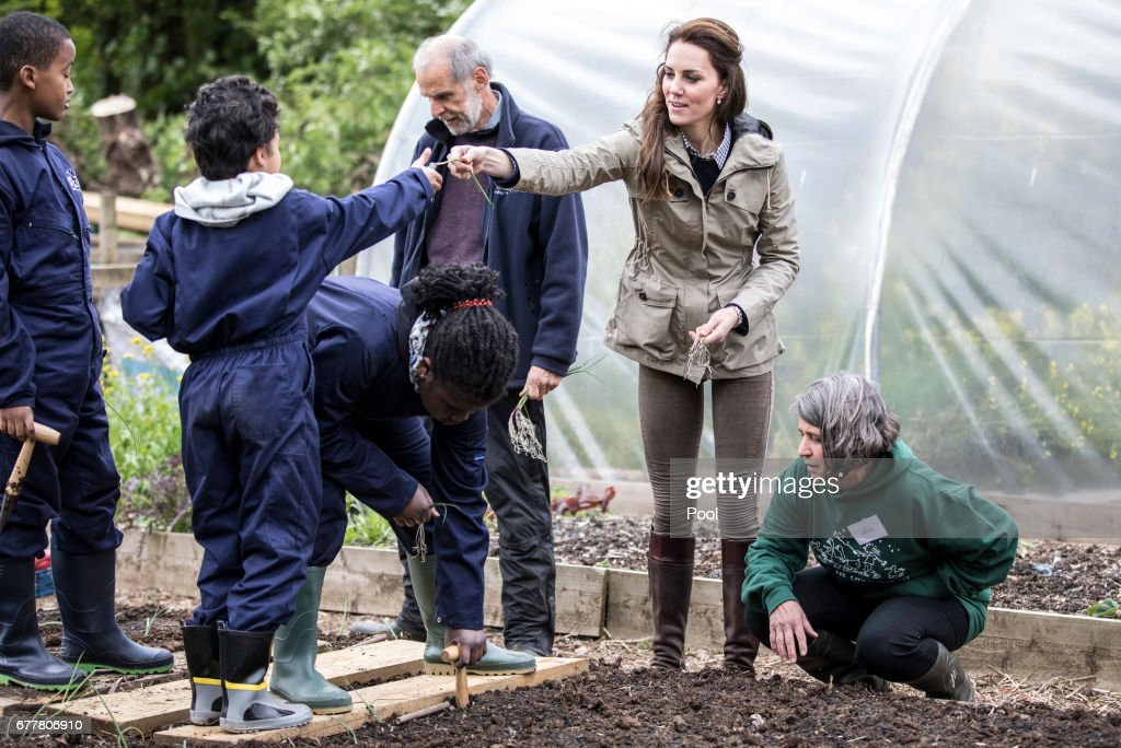 The Duchess Of Cambridge Visits Farms For City Children : ニュース写真