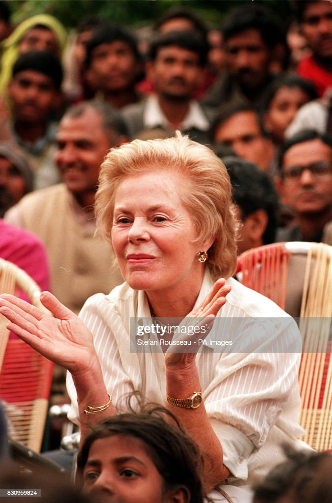 The Duchess of Kent applauds : News Photo