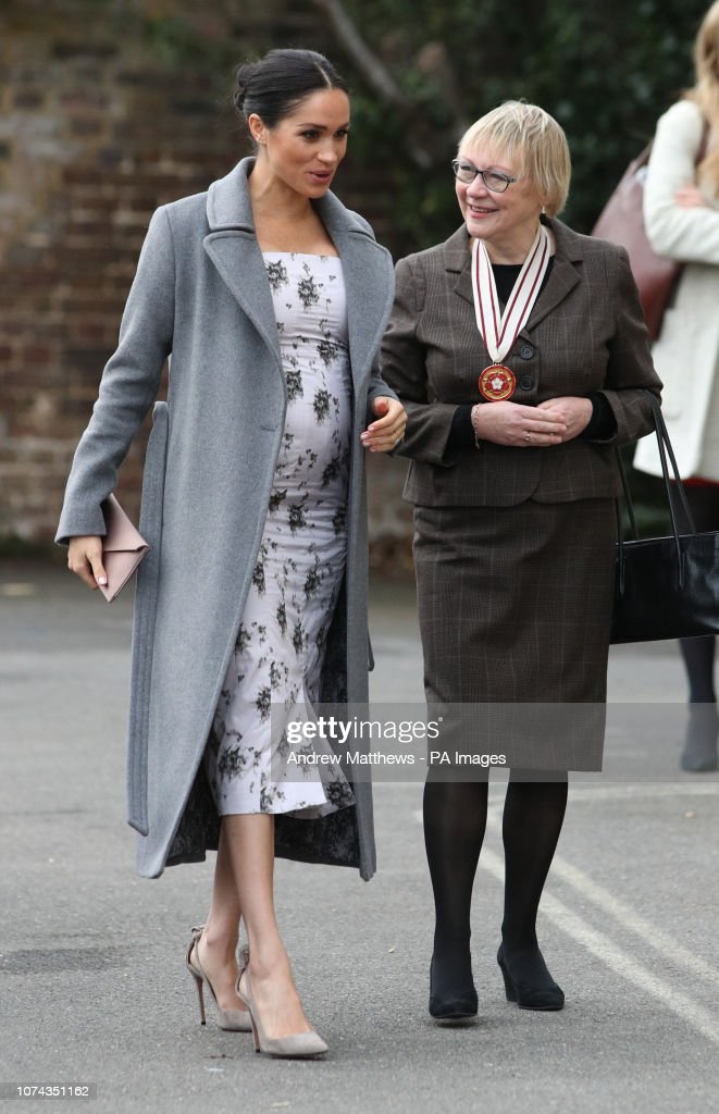 Meghan visits Royal Variety Charity care home : News Photo