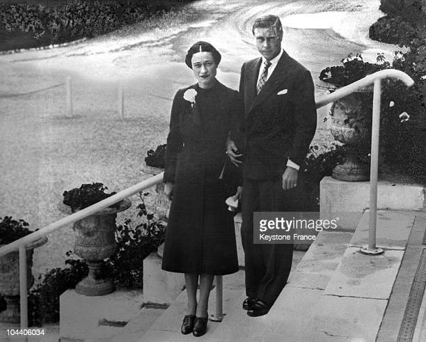 The Duchess of WINDSOR Wallis SIMPSON and the Duke of WINDSOR former king of England posing in the gardens of the Hotel du Cap d'Antibes where they...