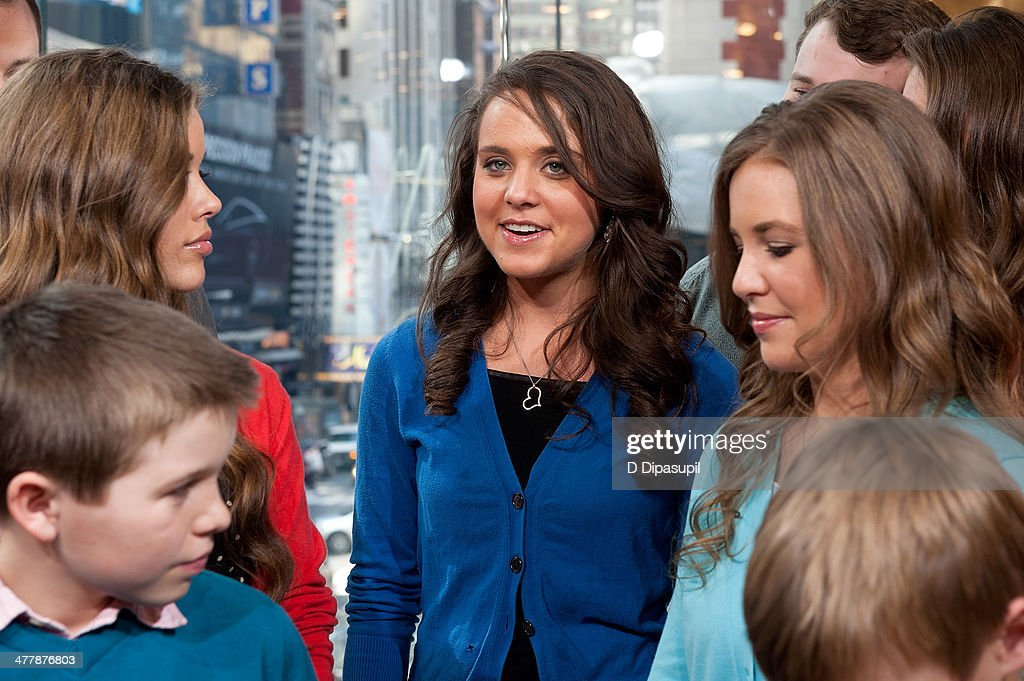 "Robert Wagner And The Duggar Family Visit ""Extra"" : News Photo"
