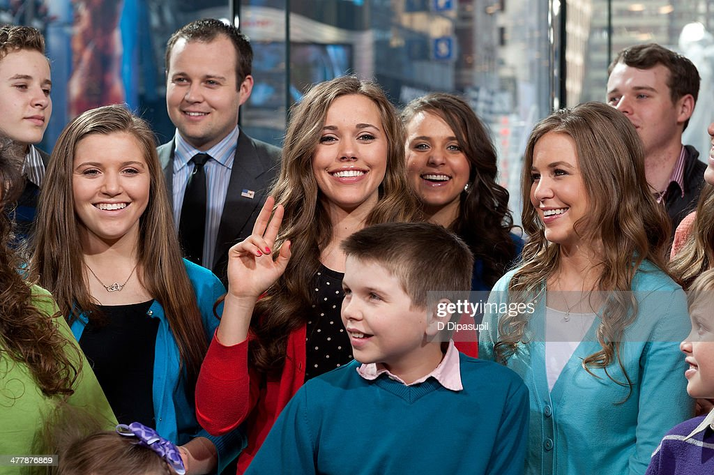 """Robert Wagner And The Duggar Family Visit """"Extra"""" : News Photo"""
