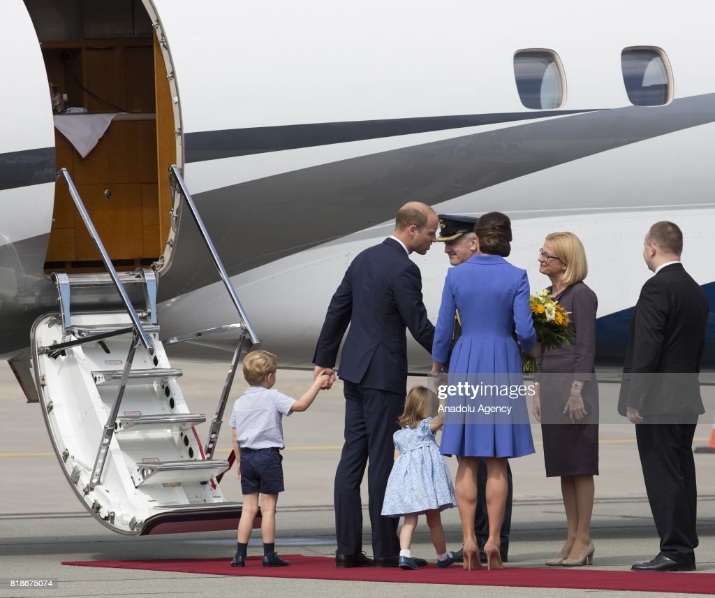 The Duke and Duchess of Cambridge departure from Poland : Foto jornalística