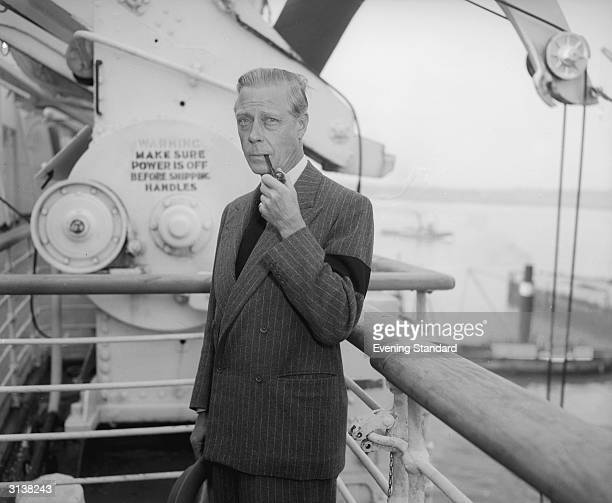 The Duke of Windsor arriving in Southampton wearing a black armband for the death of his brother King George VI of Great Britain
