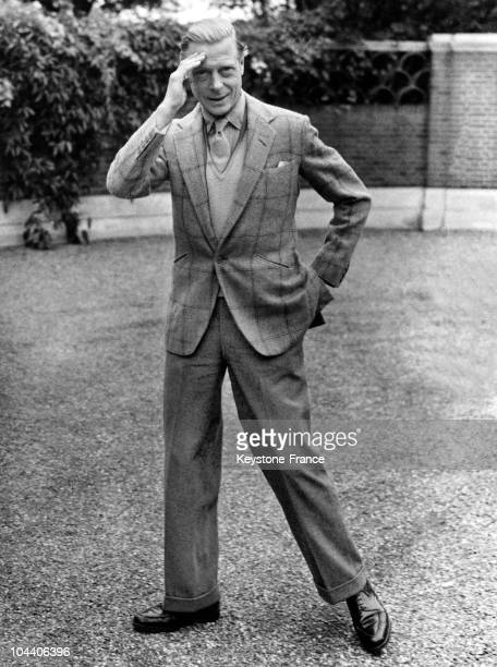 12 10 1946 The Duke of WINDSOR in happy mood in the grounds of Ednam Lodge Sunningdale where he is staying with the Duchess